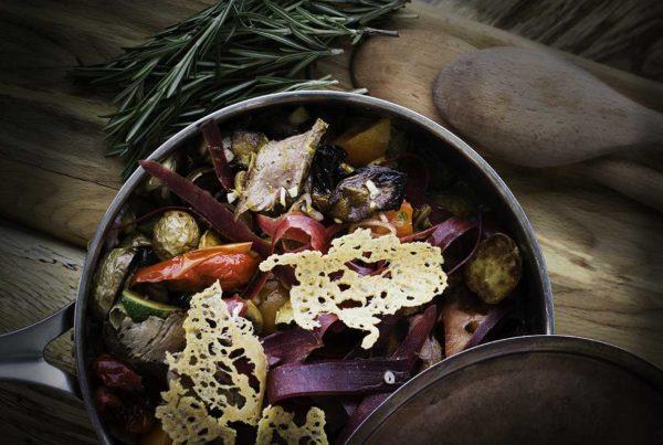 lun salat med honningmarinet oksekød