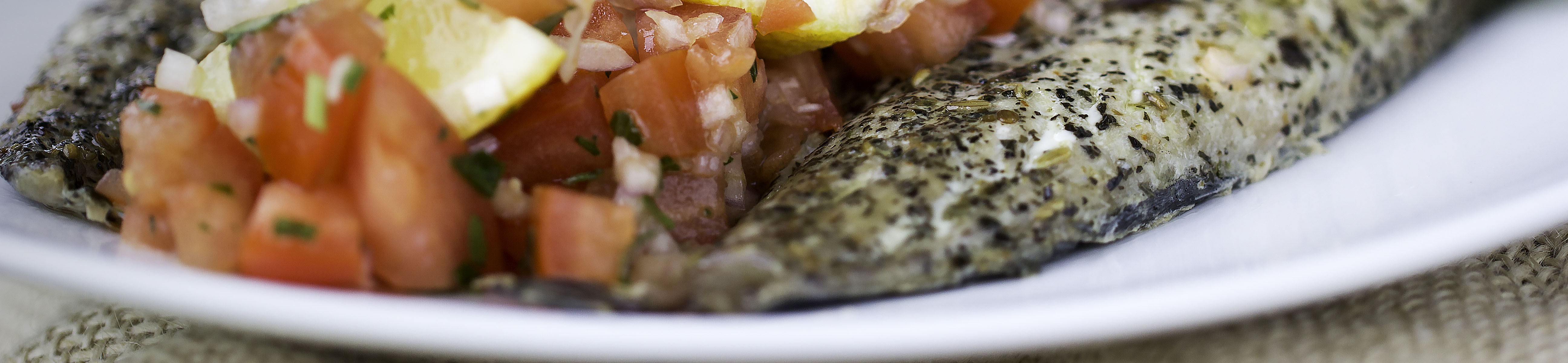 Bagt makrelfilet med tomatsalsa – Pico de Gallo.
